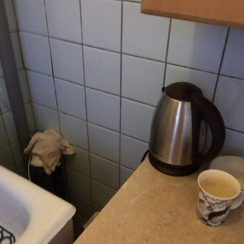 В помещениях групповых комнат используются электрические чайники