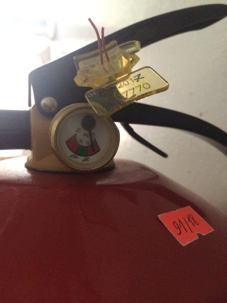 Огнетушитель требует перезарядки